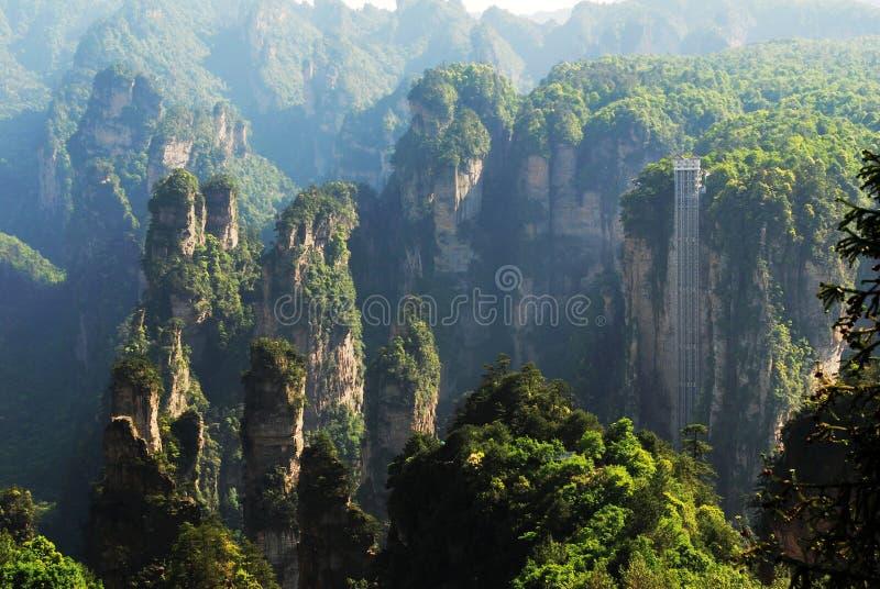 più alto elevatore all'aperto a Zhangjiajie immagini stock