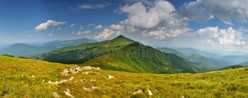 Più alto panorama ucraino delle montagne fotografie stock libere da diritti