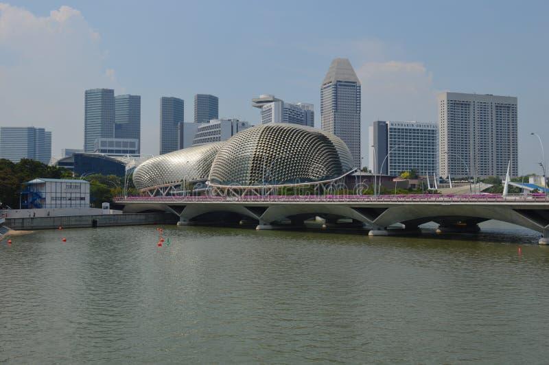 Più ampia vista attraverso il Padang ai teatri sulla baia, Singapore del lungomare fotografia stock