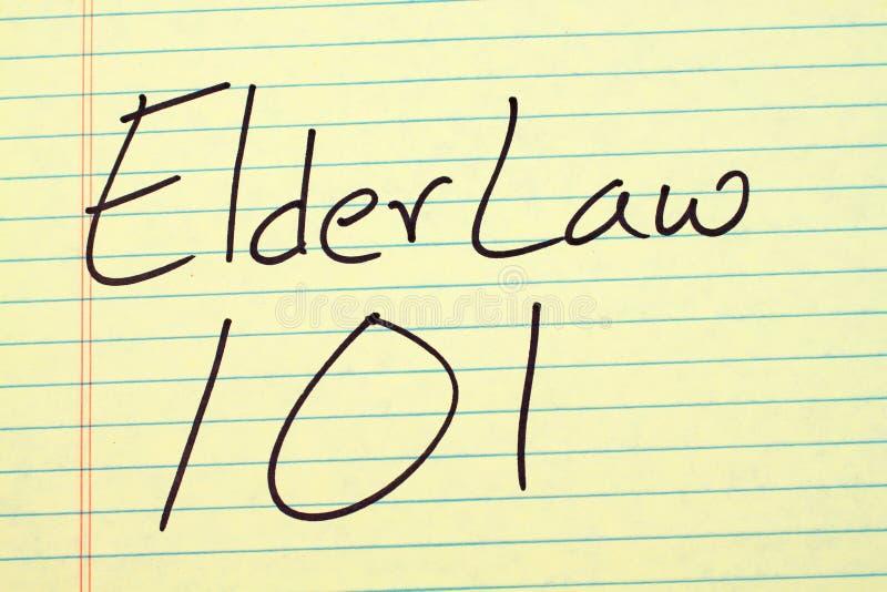 Più vecchia legge 101 su un blocco note giallo immagini stock libere da diritti