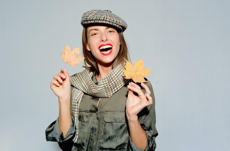 piątek czarny sprzedaż oznakować loga jesienny ulistnienia Odwiedza mój stronę CYFROWA reklama szczęśliwa kobieta uśmiechnięta Je obraz stock