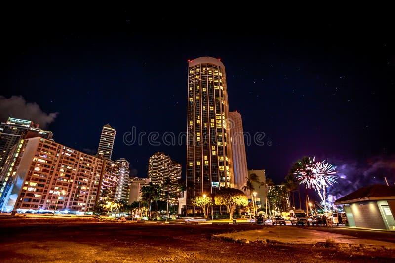 Piątkowa noc fajerwerki Honolulu fotografia royalty free