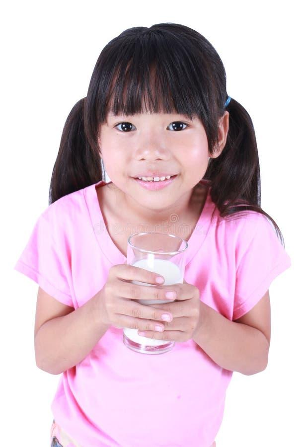pić mleka młodych dziewcząt zdjęcie royalty free