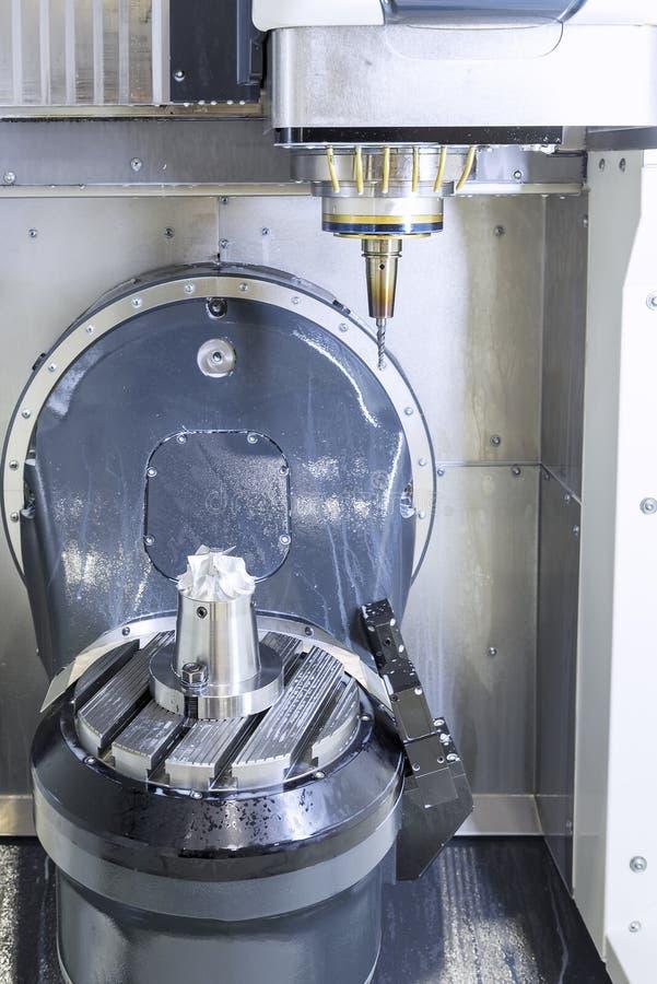 Pięć osi CNC maszyna, obraz stock
