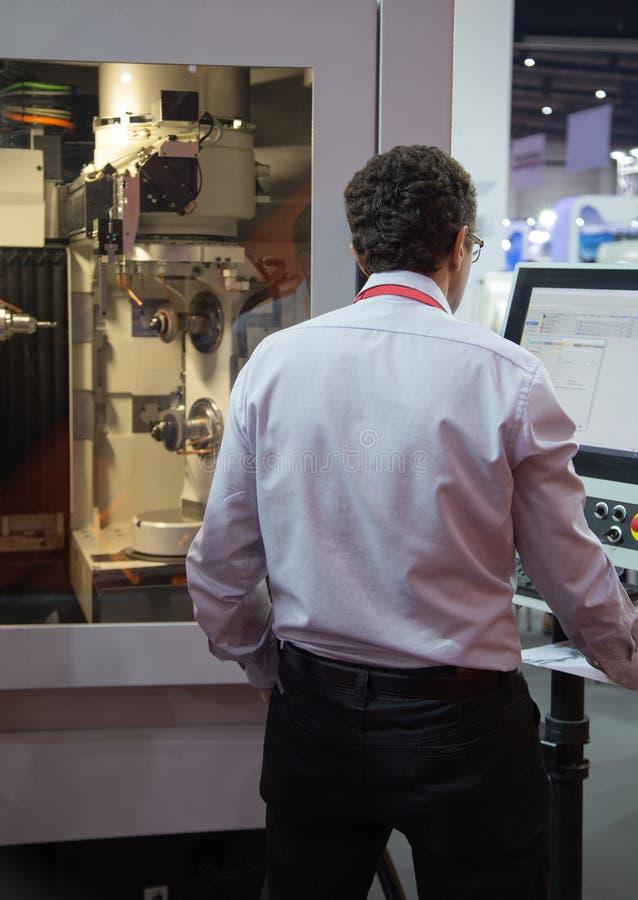 Pięć osi CNC szlifierska maszyna obrazy stock