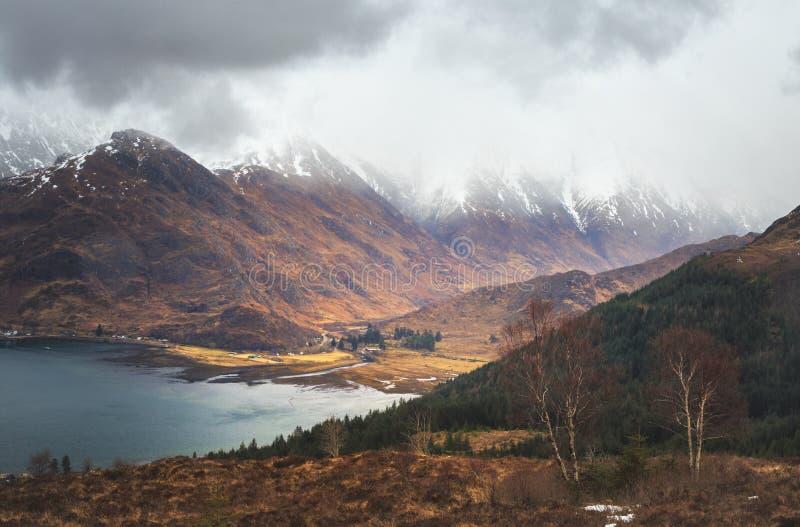 Pięć siostr Kintail góry, Loch Duich teren, szkocki Hig fotografia royalty free