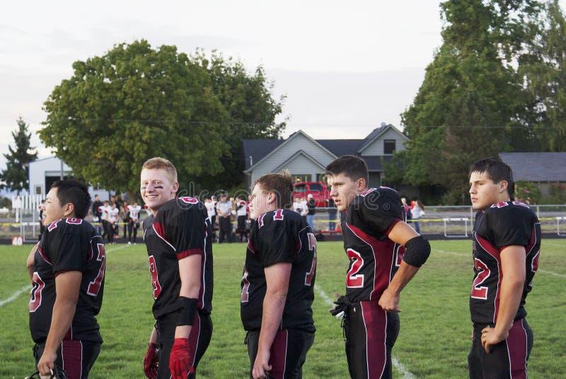 Pięć szkół średnich graczów futbolu zdjęcie stock