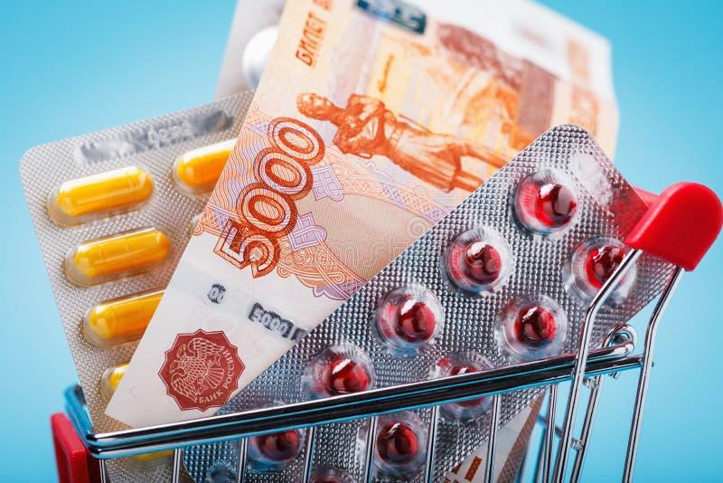 Pięć tysięcy rubli i różnorodnych pigułki w tramwaju w górę obrazy royalty free