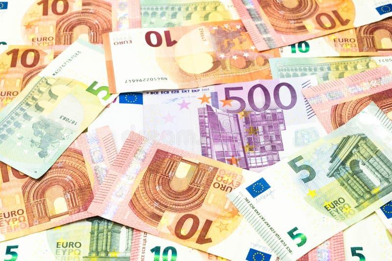 Pięćset euro rachunek w stosie pięć i dziesięć euro tło zdjęcia stock
