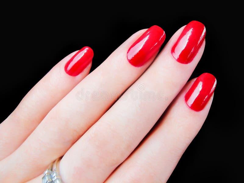 Piękna ładna kobiety ręka dotyka seksownych czerwonych paznokci gwoździe zdjęcie stock