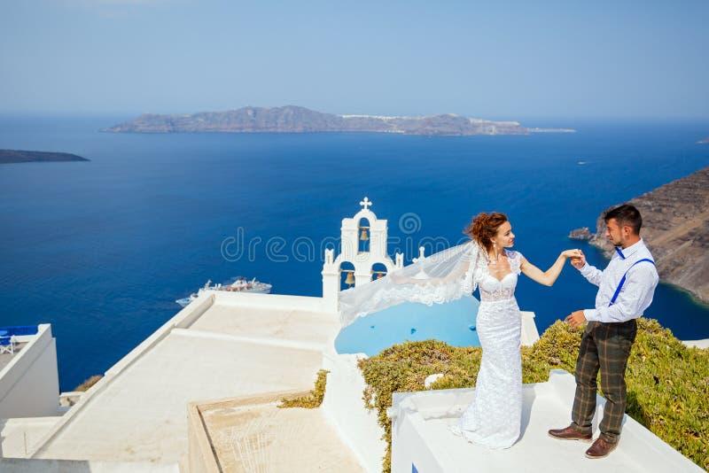 Piękna ślub para e na Santorini obraz royalty free
