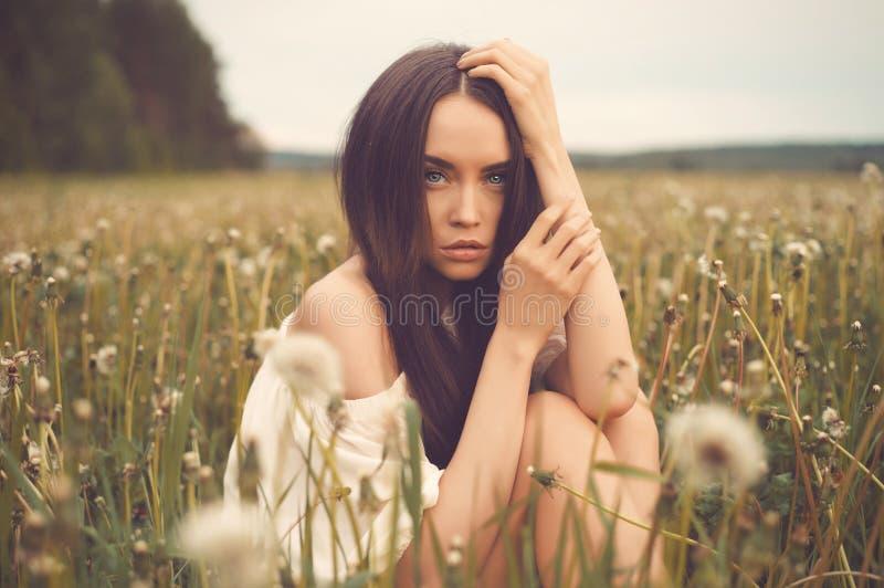 piękna śródpolna kobieta obrazy stock