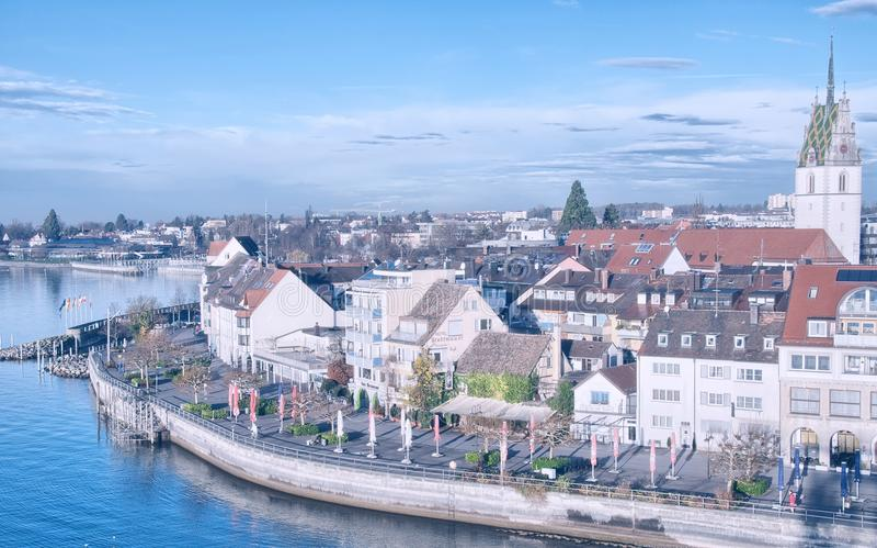 Piękna średniowieczna architektura w Friedrichshafen, Niemcy - zdjęcia stock