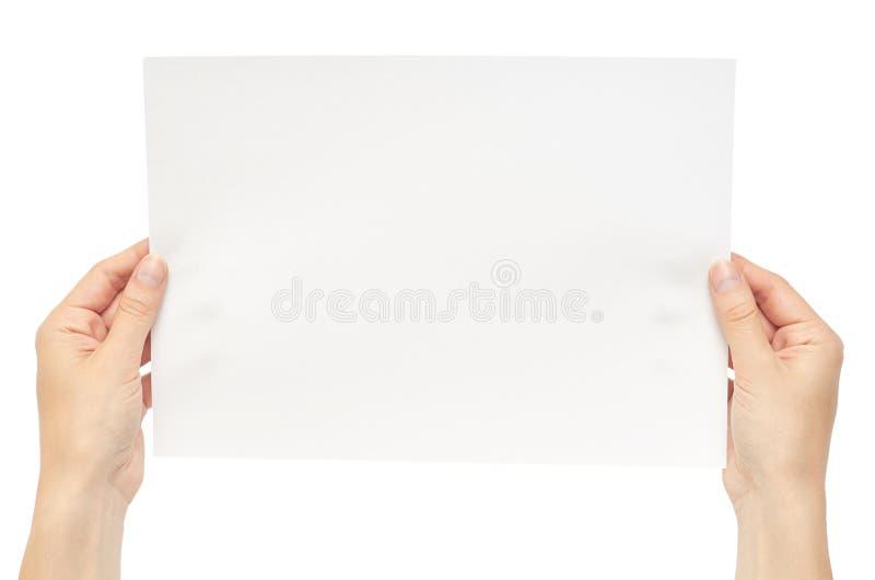 Piękna żeńska ręka trzyma białego papier pojedynczy białe tło fotografia royalty free