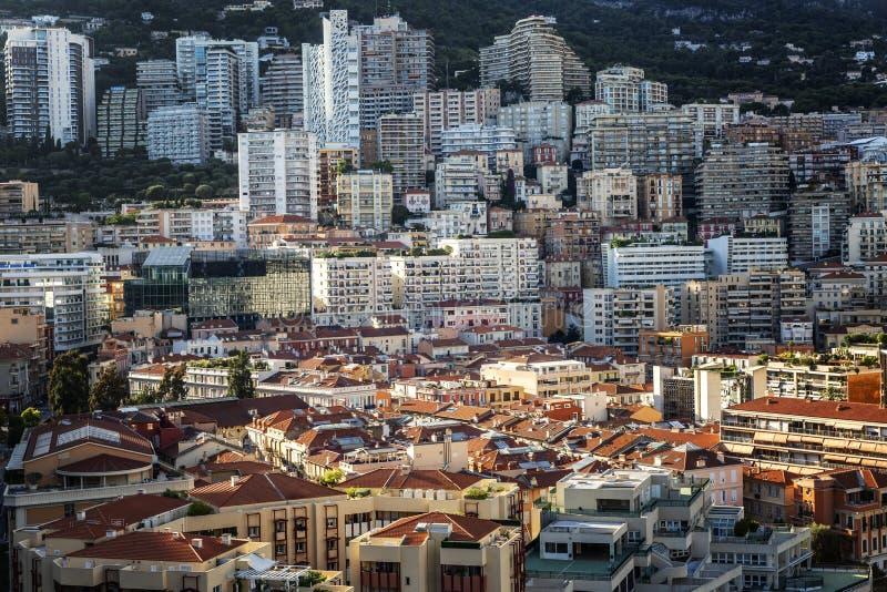 Piękna architektura Monte Carlo w słoneczny dzień Gęsty rozwój Zbliżenie Widok z góry obraz stock