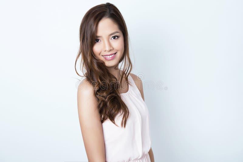 Piękna azjatykcia młoda kobieta z doskonałą skórą fotografia stock