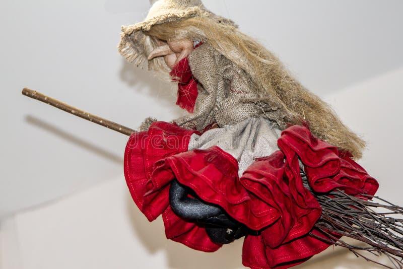 Piękna baba Yaga na broomstick fotografia royalty free