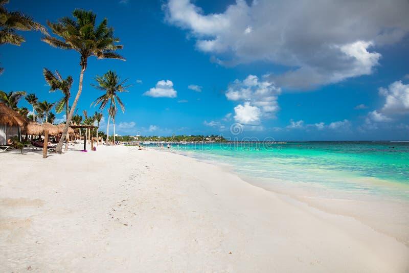 Piękna biała piasek plaża w Akumal, Meksyk zdjęcie stock