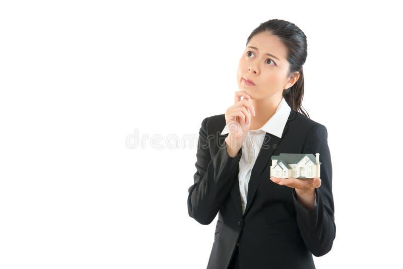 Piękna biurowa dama pytanie zdjęcie royalty free