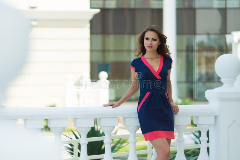 Piękna biznesowa kobieta nowożytny biuro obrazy royalty free