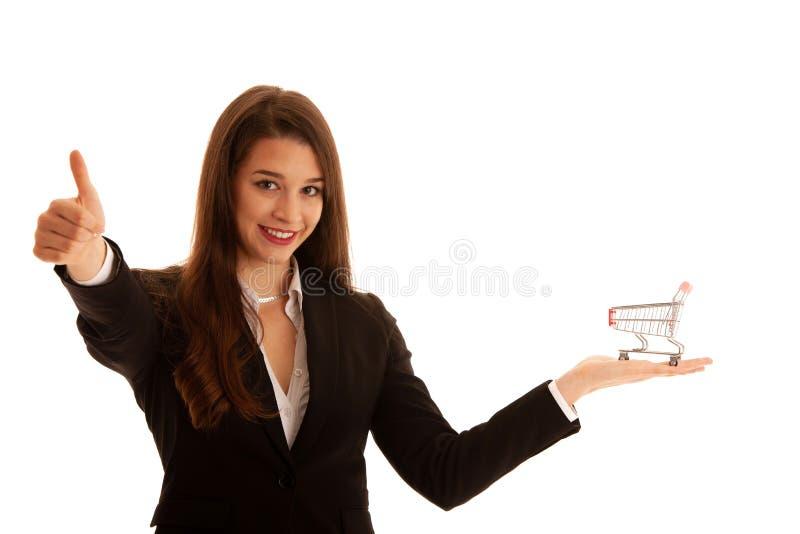 Piękna biznesowa kobieta trzyma wózek na zakupy odizolowywa nad białym tłem zdjęcia stock