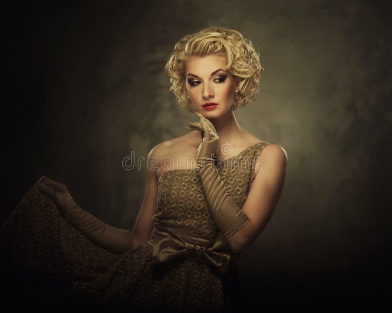 Piękna blond kobieta zdjęcie royalty free