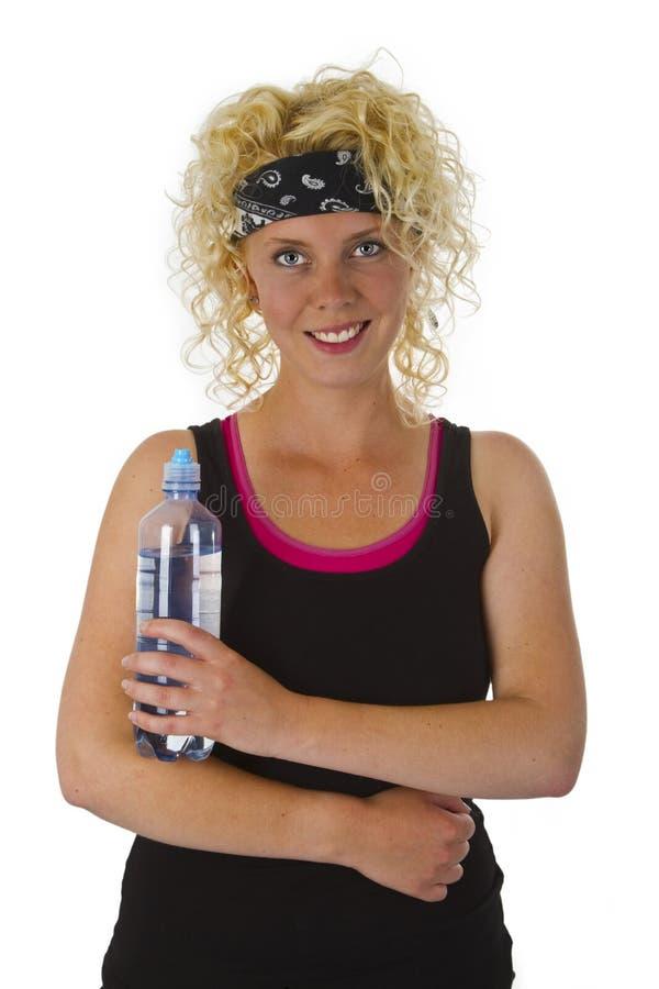 Piękna blond kobiety mienia butelka woda obraz stock