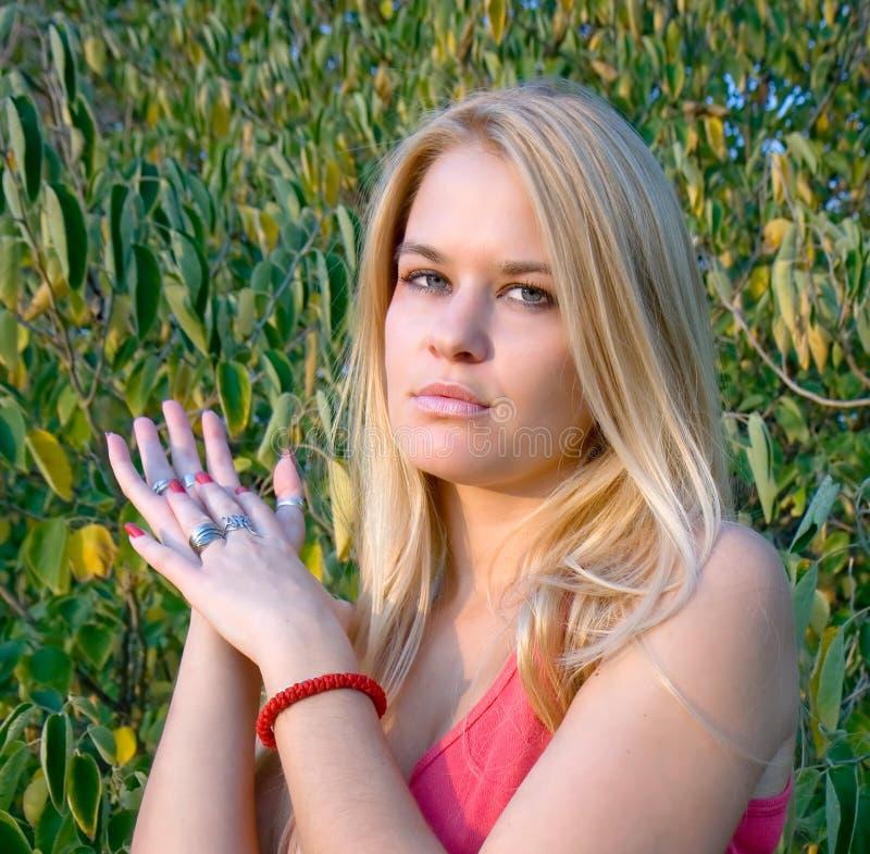 Piękna blondy kobieta fotografia royalty free