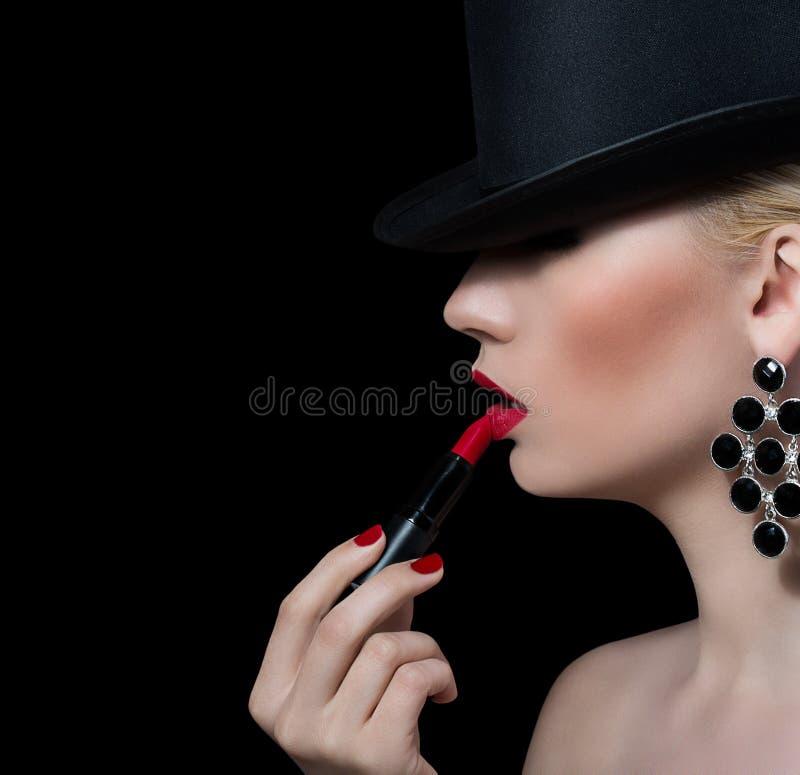 Piękna blondynki dziewczyna z czerwoną pomadką fotografia stock