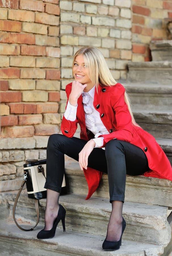 piękna blondynki mody portreta kobieta obrazy stock