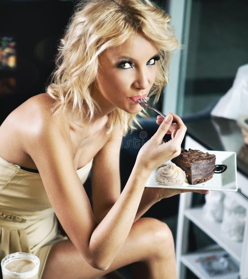 piękna blondynki przerwy lunch obraz royalty free