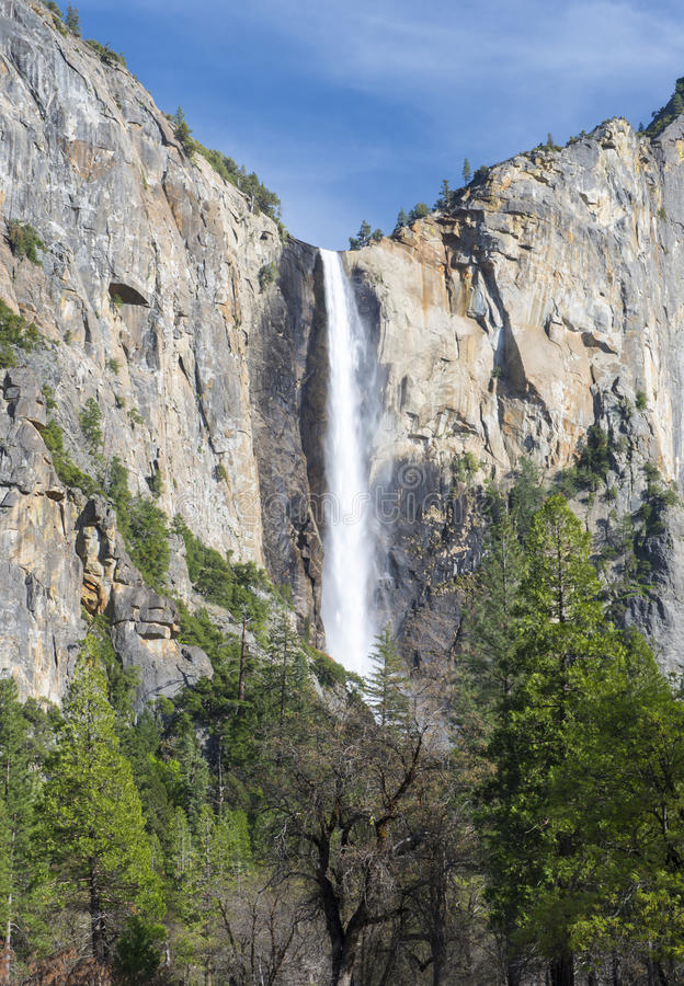 Piękna bridal przesłona spada, Yosemite nat park, California, usa zdjęcia stock