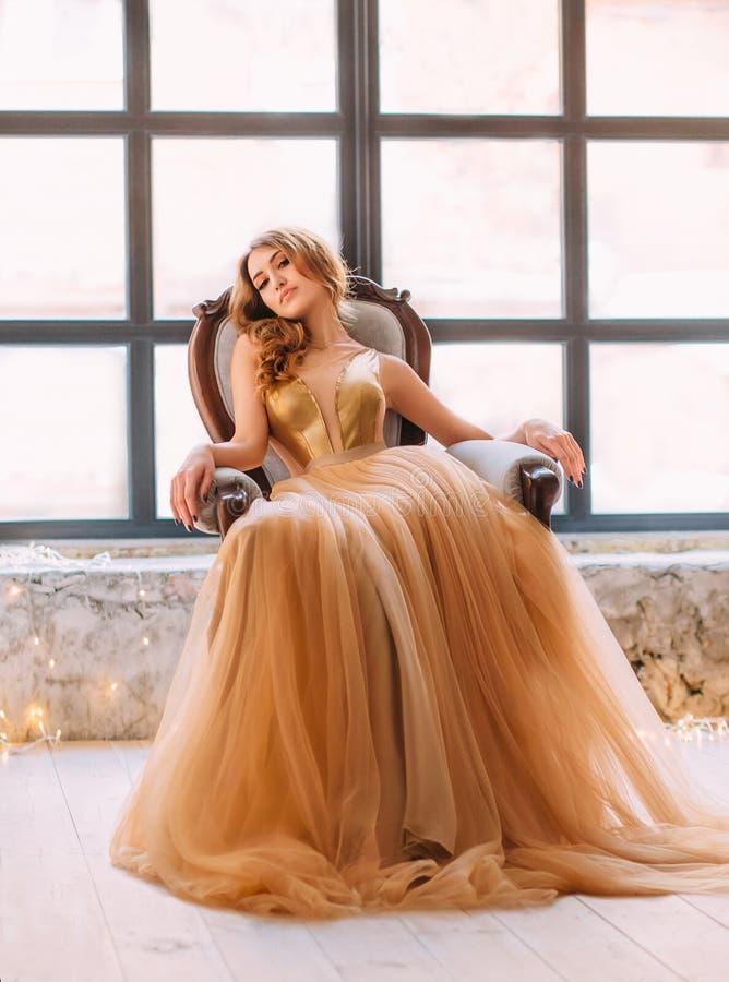 Piękna brunetki dziewczyna zdjęcie royalty free