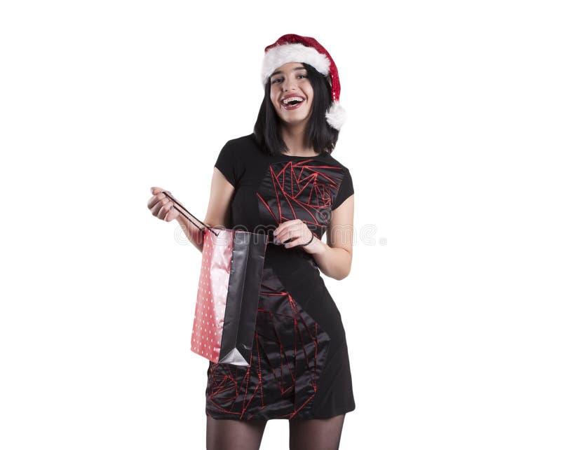 Piękna brunetki dziewczyna jest ubranym czarnych szkła z telefonem w Santa zimy kapeluszowej niespodziance zdjęcia stock