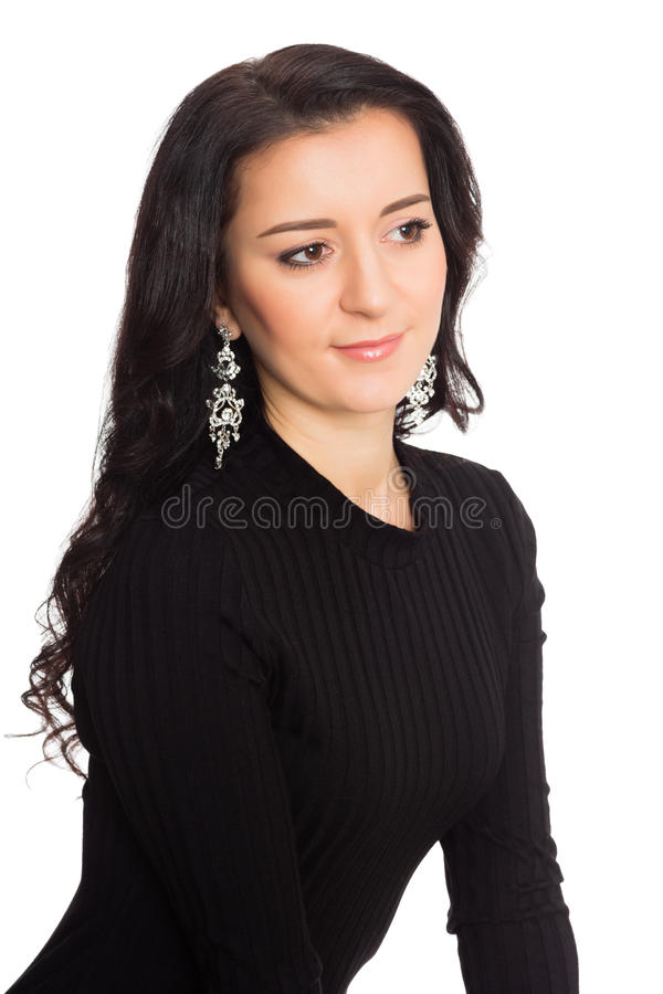 Piękna brunetki dziewczyna w czarnej sukni odizolowywającej na bielu zdjęcie stock