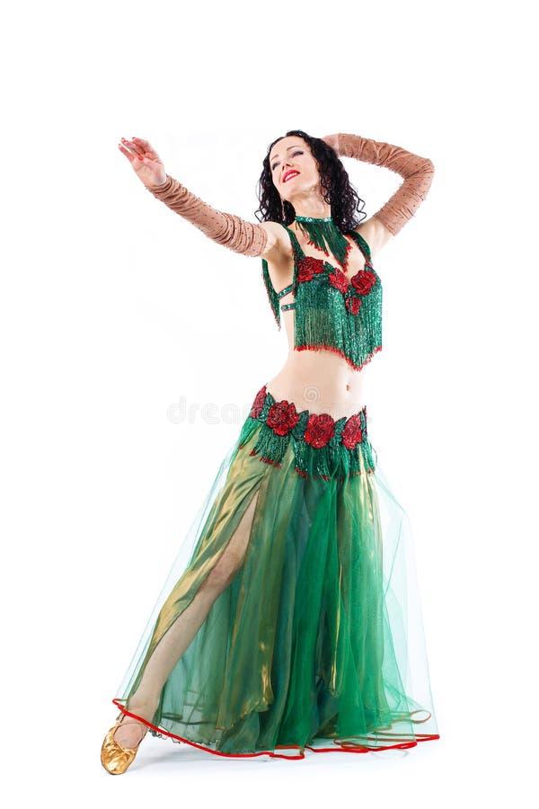 Piękna brzucha tana dziewczyna w zielonego baladi tana kostiumowej tradycyjnej odzieży fotografia stock