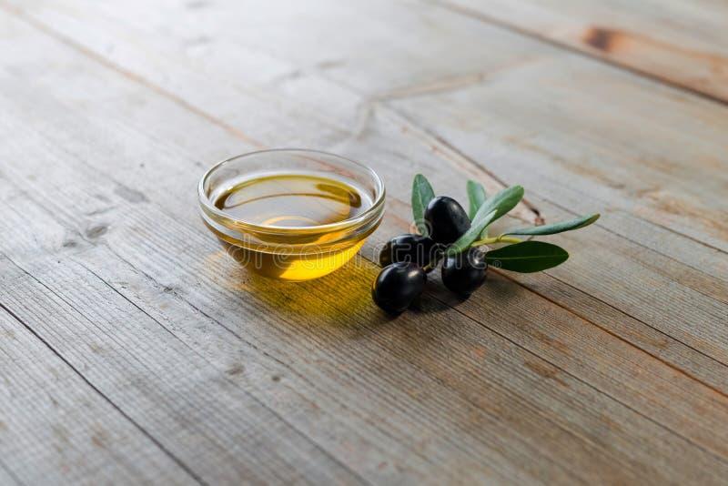 piękna butelka ubierać nafciane oliwne pikantność zdjęcia stock