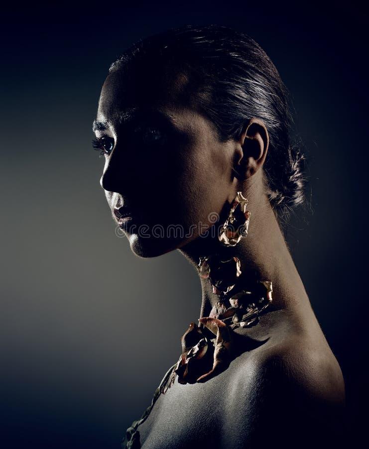 piękna ciemny portreta studio obraz stock