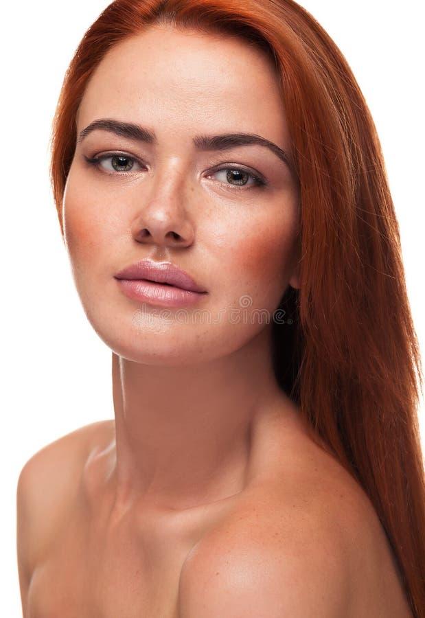 Piękna czerwieni głowy dziewczyna z dużymi zmysłowymi wargami obraz royalty free
