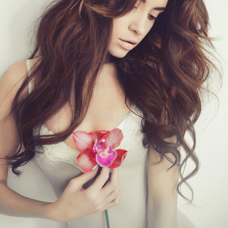 Piękna dama z orchideą obrazy royalty free
