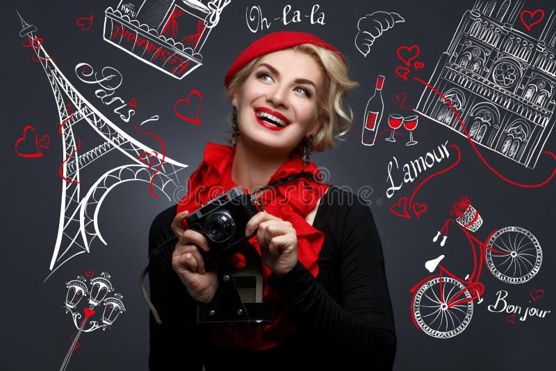 Piękna dama z retro fotografii kamerą zdjęcia royalty free