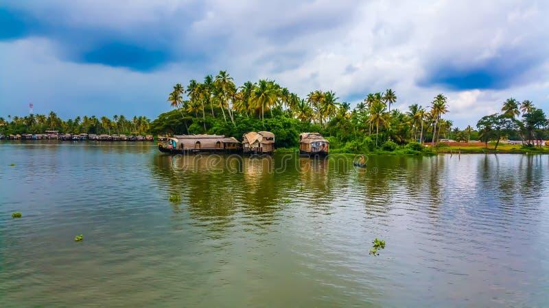 Piękna domowa łódź w stojących wodach Kerala zdjęcie stock