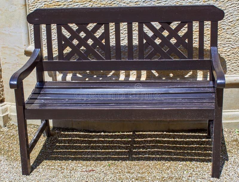 Piękna dziejowa parkowa ławka obrazy royalty free