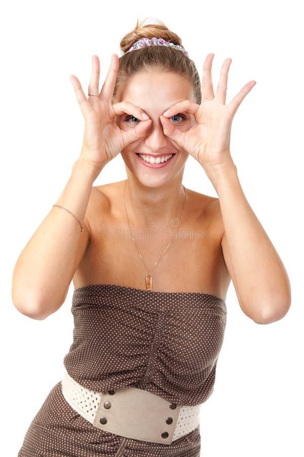 Piękna dziewczyna Hamming i przedstawienie szkieł ręki zdjęcie stock