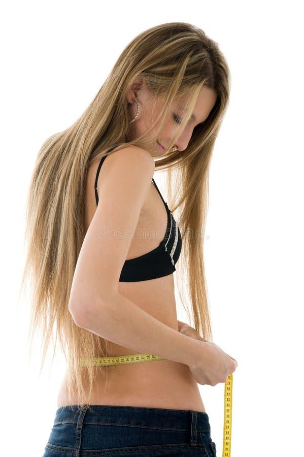 piękna dziewczyna jej pomiarowa talia zdjęcie royalty free