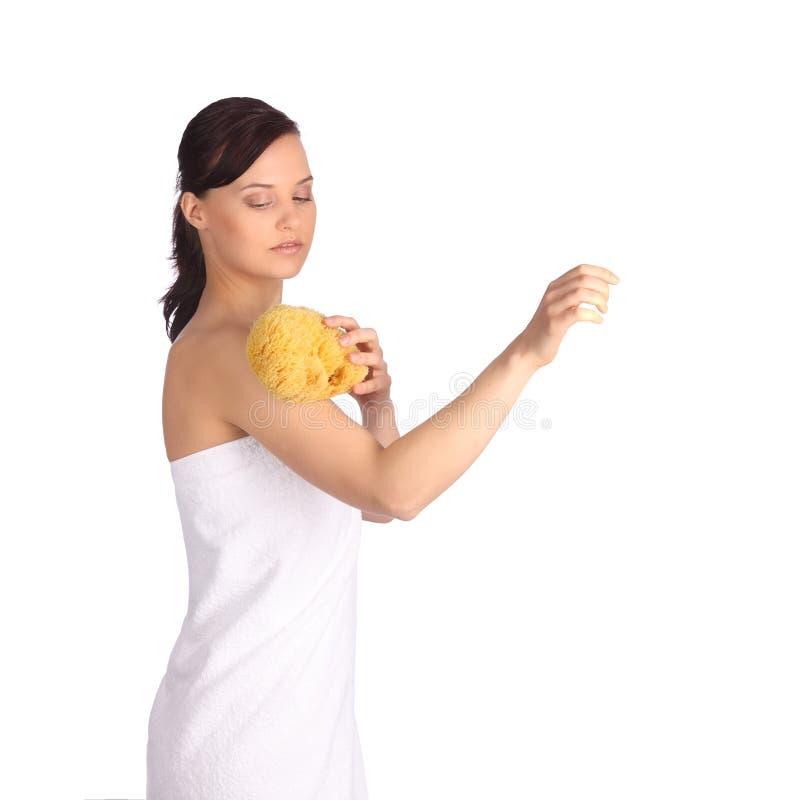 Piękna dziewczyna myje jej ciało prysznic gel obraz stock