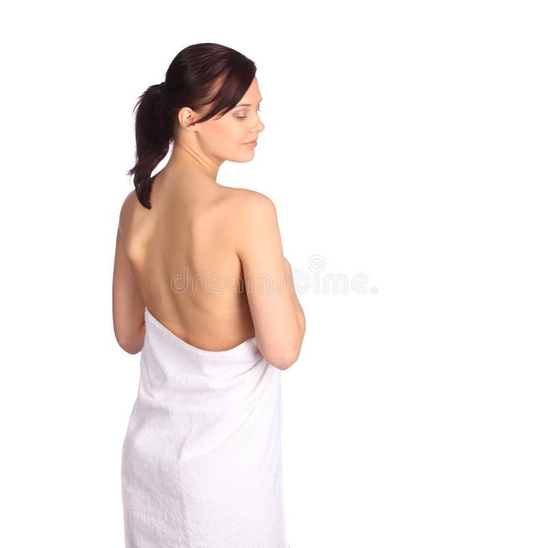 Piękna dziewczyna myje jej ciało prysznic gel obraz royalty free