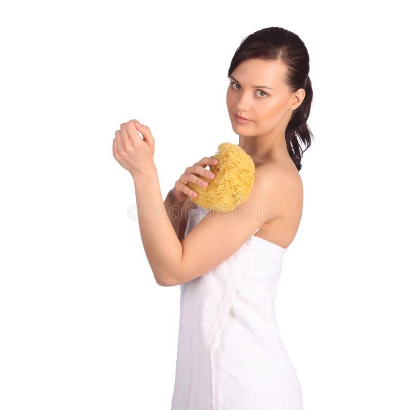 Piękna dziewczyna myje jej ciało prysznic gel zdjęcia royalty free