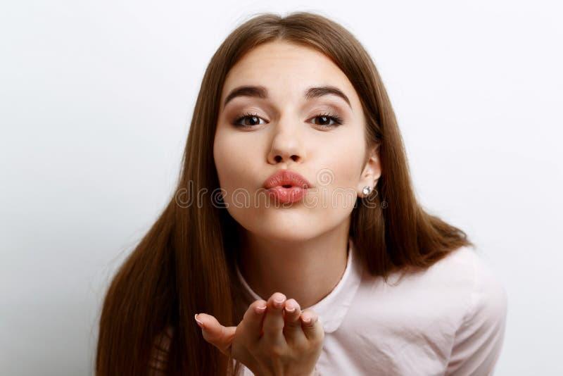 Piękna dziewczyna pokazuje emocje obraz stock