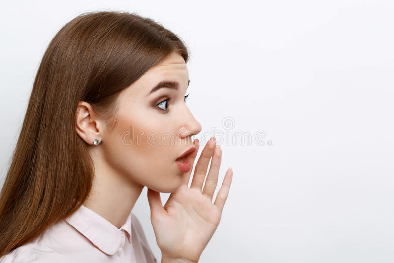 Piękna dziewczyna pokazuje emocje zdjęcie stock